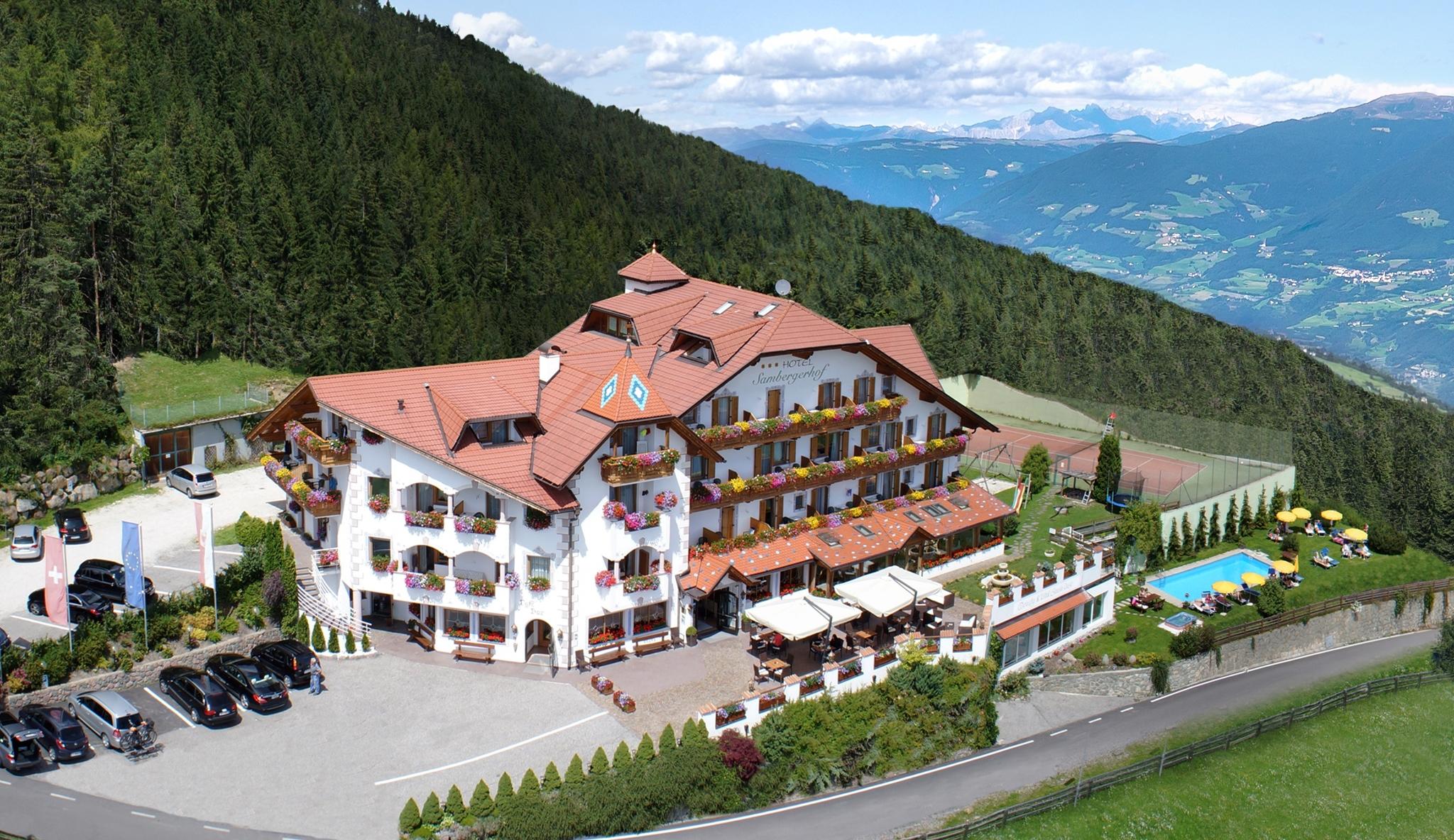 Urlaubsangebote Herbst und Wandertage mit Dolomitenblick